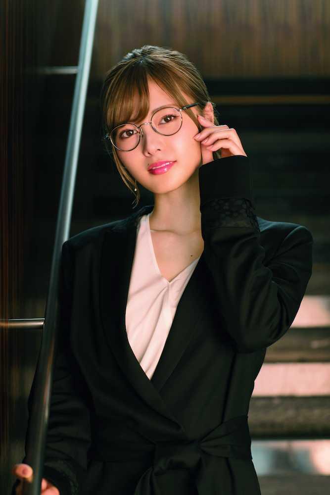 【画像】白石麻衣「秘書のコスプレしてみましたww」