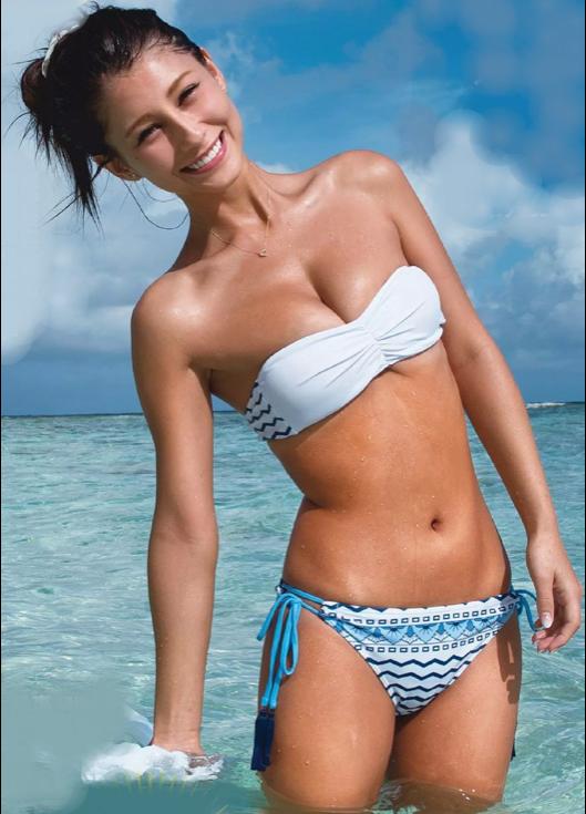 【画像】ダレノガレ明美のおっぱいを強調しているのかしていないのか分からないような水着