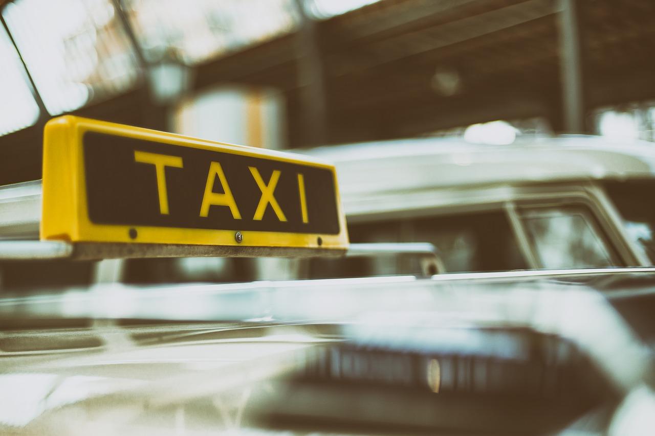 【悲報】マスコミ(29)、運転手(84)をボコボコにしタクシー代金踏み倒す