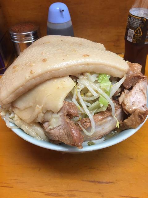 【画像】このラーメンを30分以内に完食できたら1万円!