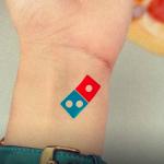 【乞食速報】ドミノピザの入れ墨を入れれば100年間ピザが無料にwww