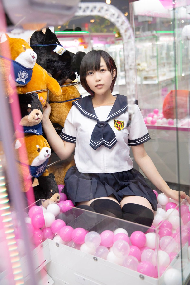 【画像】女子高生、UFOキャッチャーの景品になるww