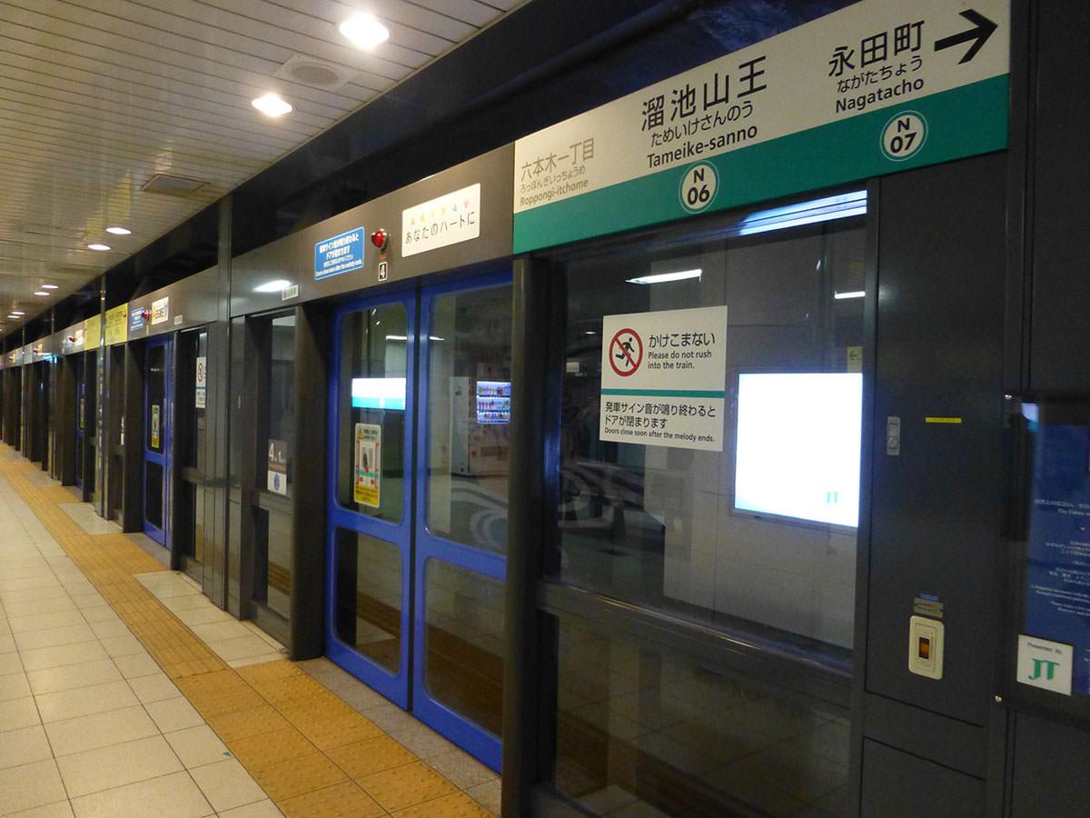 【画像】東京の地下鉄のホームがガチで自殺不可能すぎて凄い