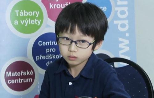 【画像】最年少オセロ世界王者の男の子、可愛すぎる