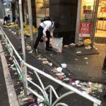 【画像】ゴミを拾う日本人、ハロウィン後の渋谷