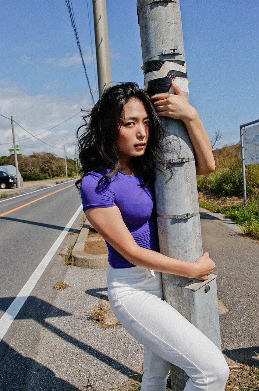 【画像】川村ゆきえ「道路でケツ出してみた!w」