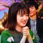 【画像】永野芽郁さん、なかやまきんに君に抱かれる