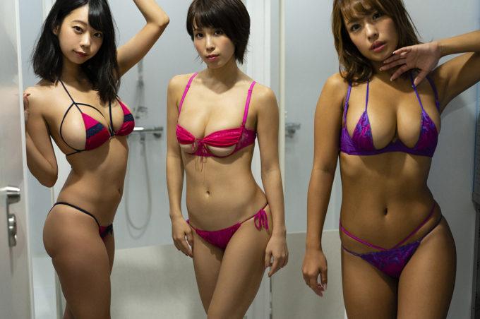 【画像】どの女子とヤりたいか?答えが綺麗に3つに分かれそうなエチエチ水着3人組www