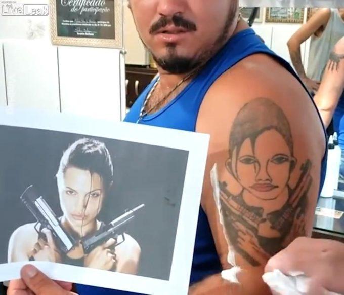 【画像】男性「腕にアンジェリーナ・ジョリーのタトゥー入れたろ!」→結果