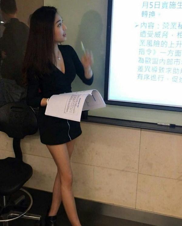 【画像】台湾の美人講師エッッッッ!!! 巨乳で長い黒髪 笑顔も可愛くミニスカはくとか最強過ぎ