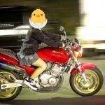 【画像】女子、とんでもない格好でバイクに乗ってしまう