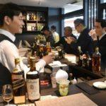 【全国初】人気コンビニチェーン店ポプラがコンビニ内に立呑バーを併設