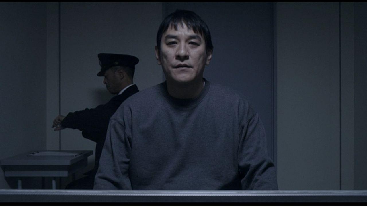【速報画像】ピエール瀧、刑務所の面会室での姿が激写される