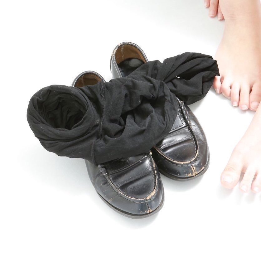 【画像】JK「もう卒業したので靴下売りまーす!!」