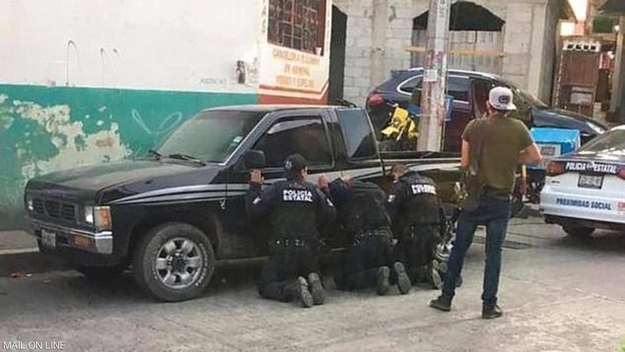 【画像】メキシコ警察、ギャングのアジトを急襲した結果