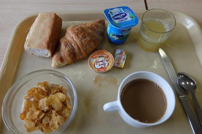 【画像】激安ホテルで朝食頼んだ結果wwww