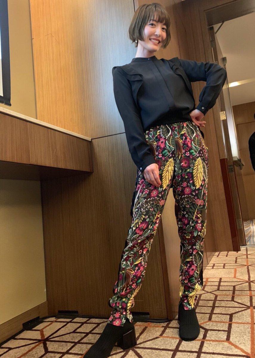【画像】花澤香菜さんの私服、おしゃれ