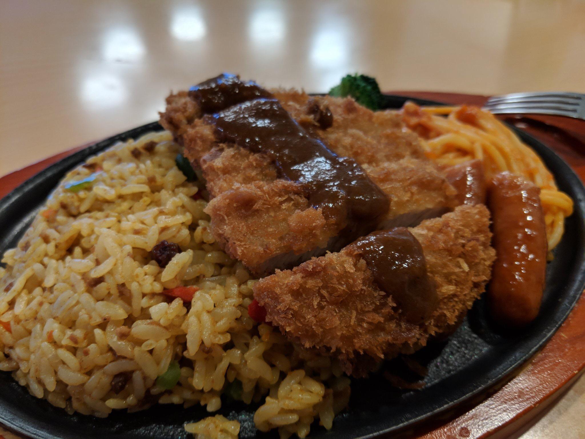 【画像】大食いならこの「デカ盛り鉄板トルコライス」完食できるよな????