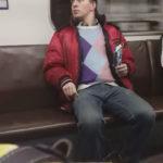 【動画】「電車で暴れてる人がいるwww(パシャー」