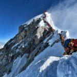 【悲報】エベレスト、人気過ぎて行列ができ待っている間に死ぬ