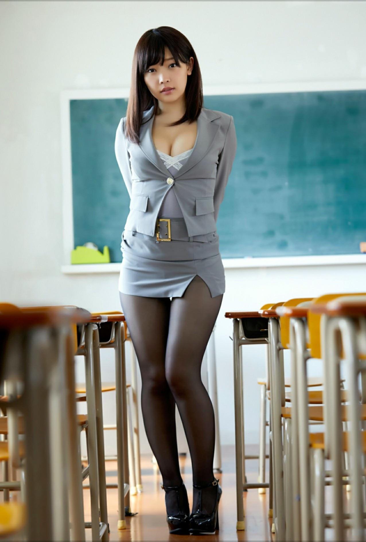 【画像】最近の女教師エッッッッ!!こんなんじゃ授業になんない・・・