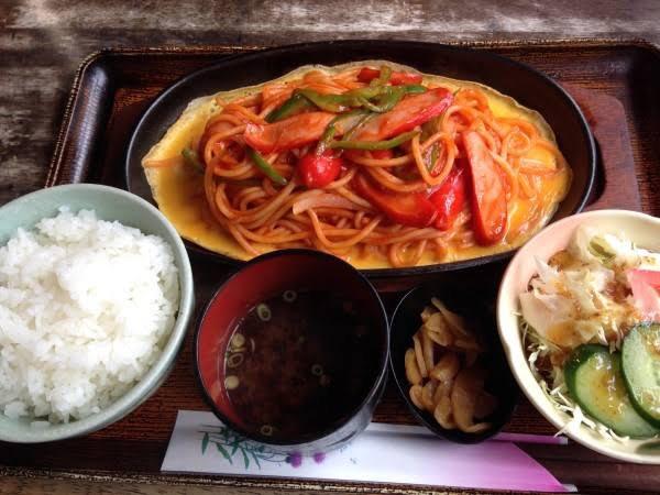 【画像】東京でナポリタン定食が流行ってしまうw