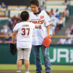 【画像】浜田雅功「久々の始球式頑張るで~」小太りの少年「ボール」