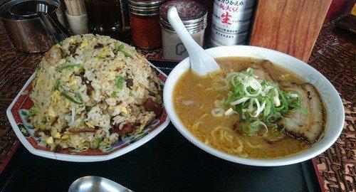 【画像】彡(^)(^)「チャーハンならナンボでも食えるわ!!」(´^ω^`)「へい、お待ちぃ!!」