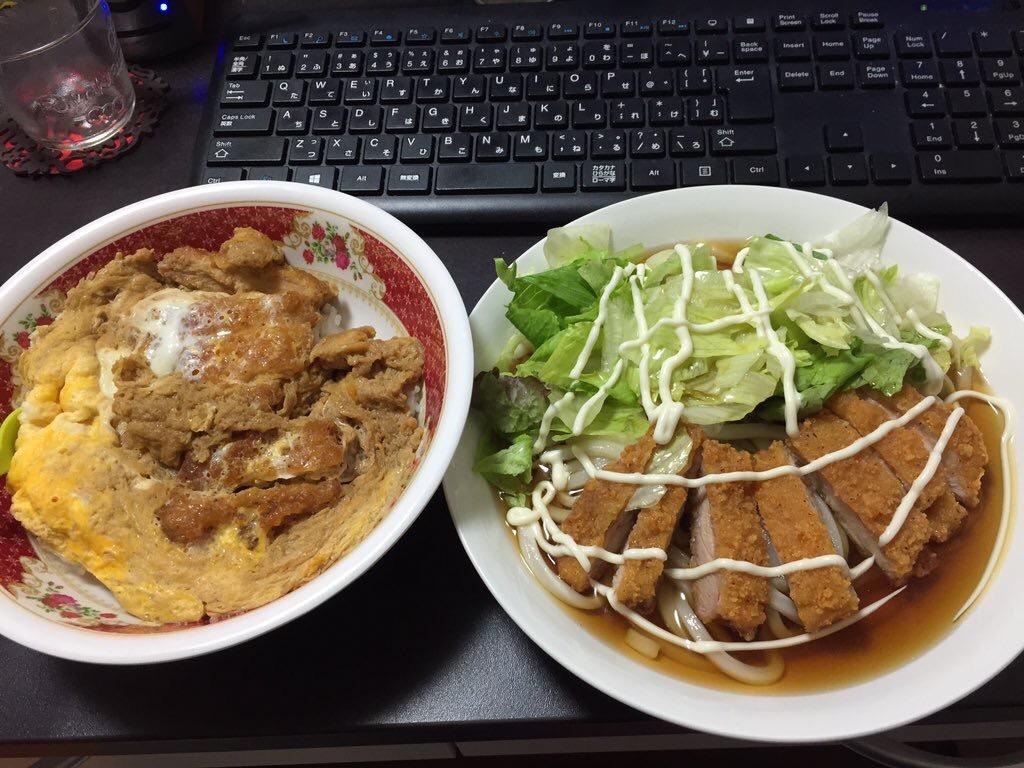 【画像】ワイの作ったファミチキ丼とファミチキうどんのセットwwwww
