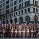 【全裸画像あり】女子、乳首が写っている画像が規制されていることに全裸で抗議