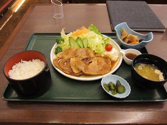 【画像】どっちのタイプの生姜焼きがすこ?