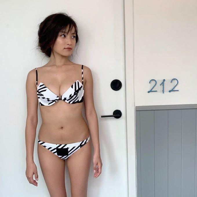 【画像】最新の小島瑠璃子の体型www
