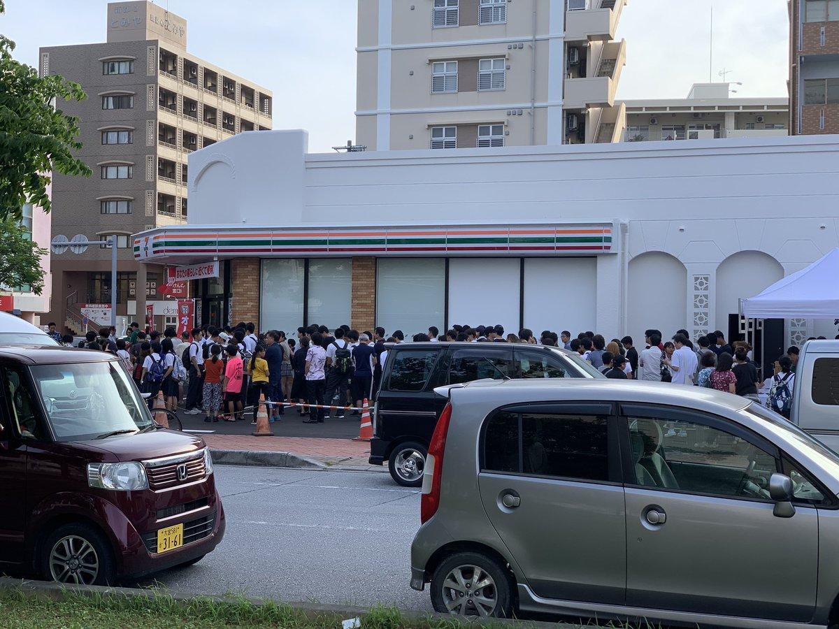 【画像】沖縄初のセブンイレブンがオープン、朝から長蛇の列に