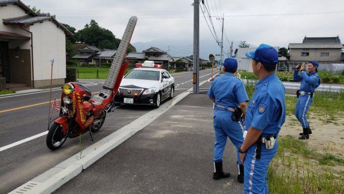 【画像】警察「違法改造だろ!」キッズ「車検通ってますよww」警察「はえー」
