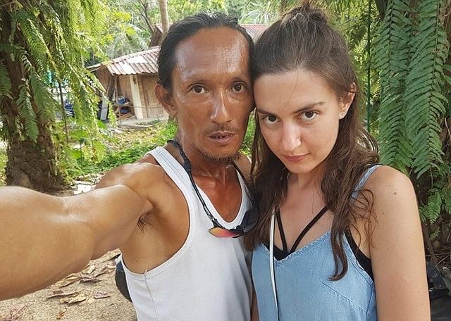 【画像】タイの洞窟暮らしの男(50)、ロシア人観光客を自宅に招きHしてSNSで自慢してしまう