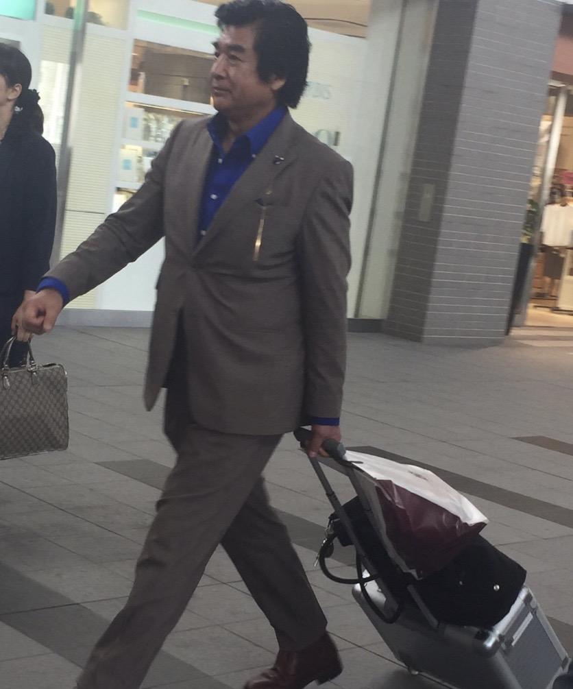 【画像】駅に藤岡弘っぽい人がいるんだが…