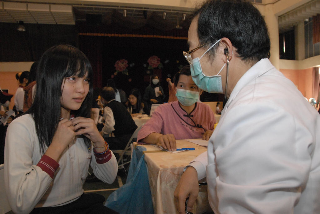 【画像】いい年して予防接種で泣いちゃう女子w