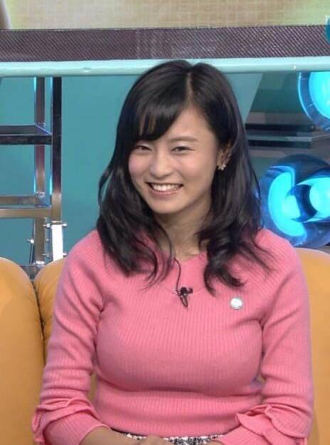 【画像】小島瑠璃子の胸が噴火寸前で草 デカすぎだろうがwww