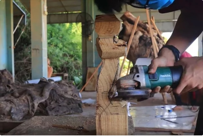 【画像】ベトナム人「木彫りの孫悟空作ってみた」→