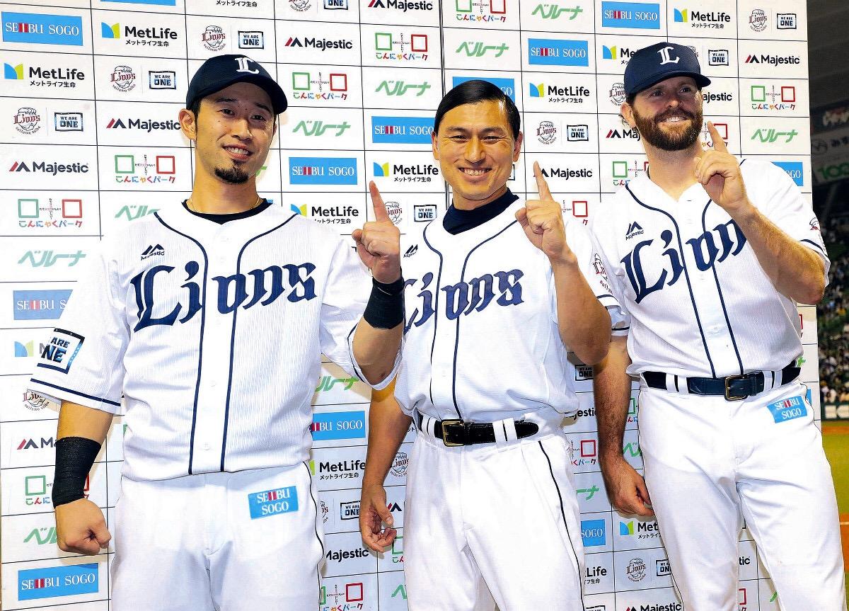 【画像】オードリー春日がプロ野球選手と並んだ結果wwww