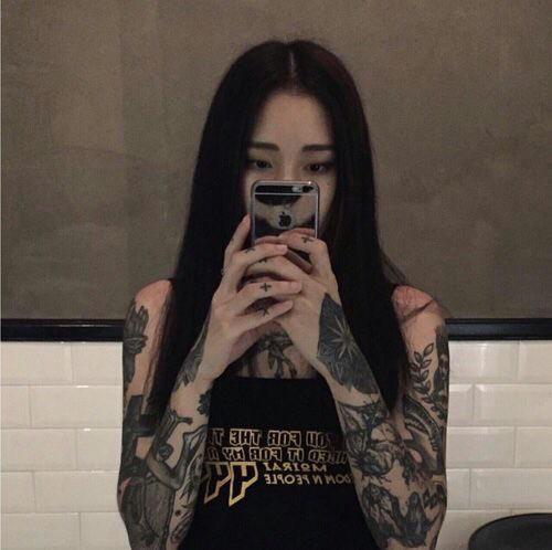 【画像】女子「好きな女の子がちょっとでもタトゥー入れてきたら、引く??」
