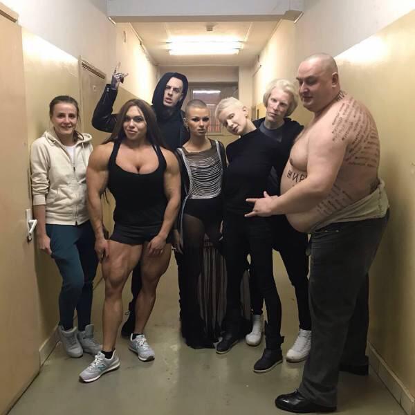 【画像】ロシア人の集合写真、キャラが濃過ぎるww