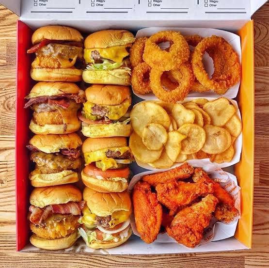 【画像】アメリカ、アメリカのくせにちゃっちいハンバーガーが流行る