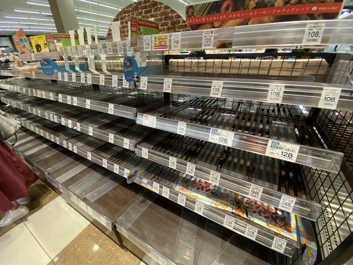 【画像】都民、台風に備えてスーパーで買い占めてしまう