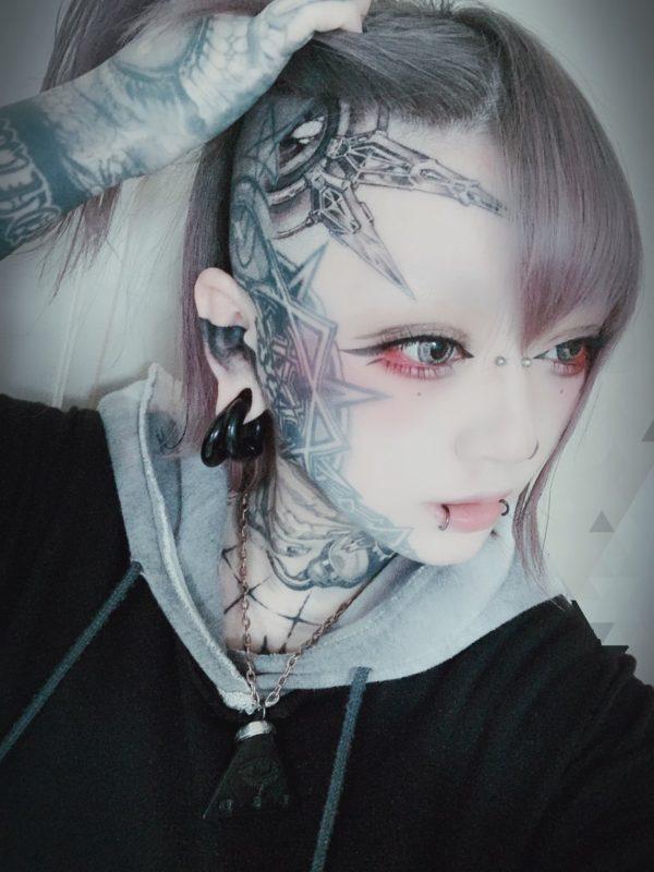 【画像】彼女「タトゥー入れちゃった!!」