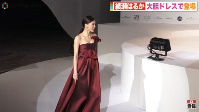 【画像】綾瀬はるか、おっぱいがこぼれ落ちてしまうww