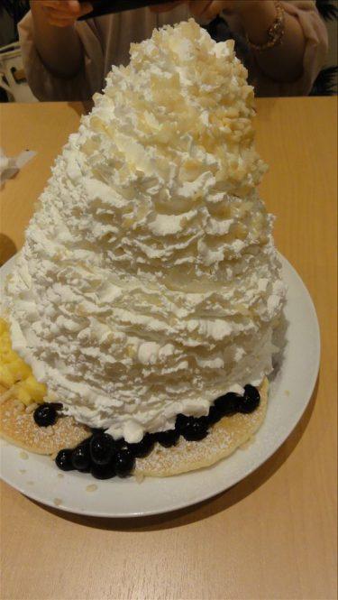 【画像】パンケーキ業界、生クリーム戦争に歯止めがかからないw
