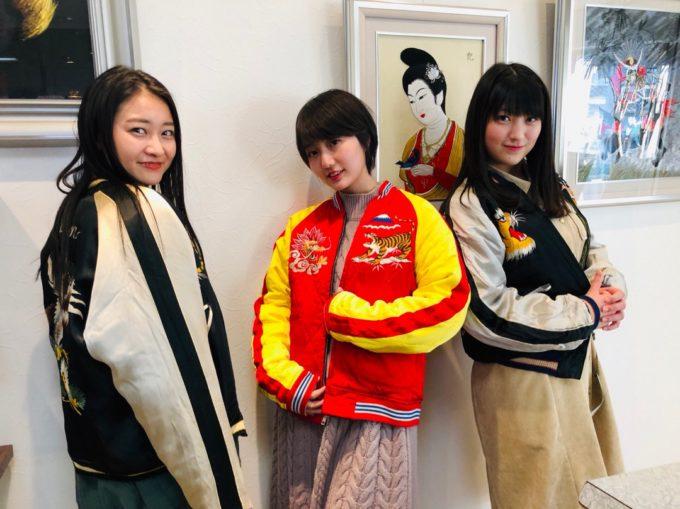 【画像】若い女の間で今年流行るジャンパーがこちら