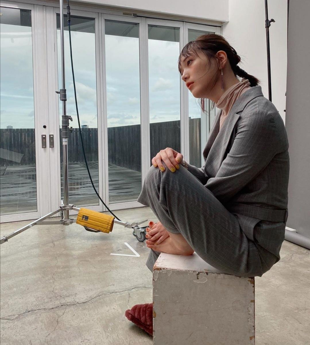 【画像】本田翼ちゃん、足の指が…これじゃぁ舐められないじゃん…