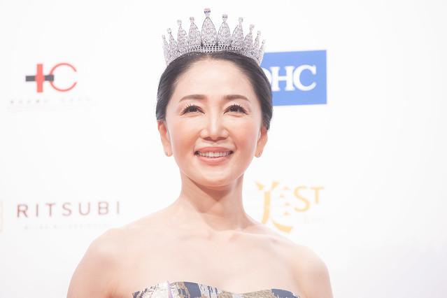 【画像】美魔女コンテスト、52歳の坂本かおるさんが優勝